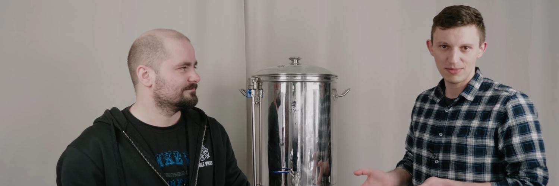 Viking Maciek i Viking Mateusz warzą piwo